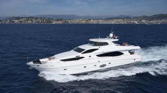 Моторная яхта Majesty 101