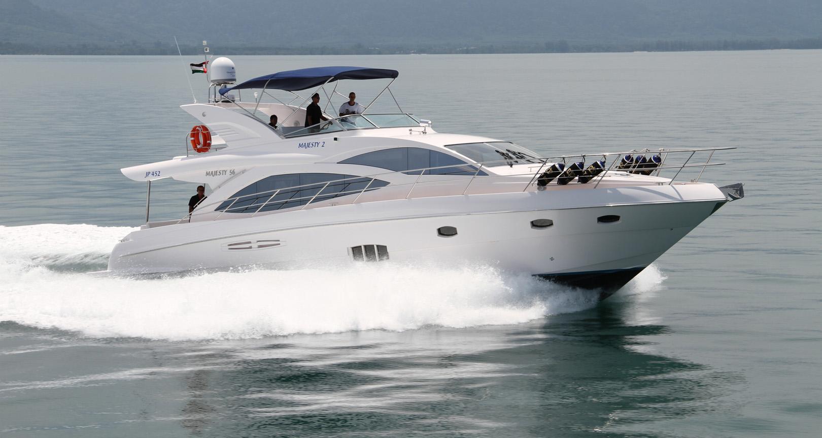 Моторная яхта Majesty 56